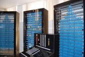 Der funktionsfähige Nachbau des Z3 verfügt wie das Original über Bedienkonsole, Rechenwerk und Speicher