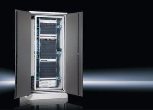 """Rittal stellte das Kompakt-Rechenzentrum """"Modulsafe Extend"""" auf der CeBIT 2011 mit direkter freier Kühlung vor. Bild: Rittal GmbH & Co. KG"""