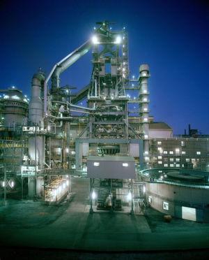Um den Eisenerznachschub zu sichern, kaufen immer mehr Stahlhersteller Minen auf. Bild: Stahl-Online