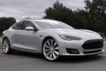 Für das Model S hat Tesla erstmals Fahrwerk und Karosserie selbst entwickelt.
