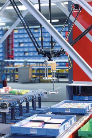 Der Robo-Pick kommissioniert eine enorme Vielfalt an Artikeln unterschiedlicher Größe, Form sowie verschiedenen Gewichts produktschonend und fehlerfrei. Bild: SSI Schäfer