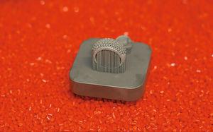 Bauraumbeispiel der Laserschmelzanlage: Pavee-Ring mit Bauplatte. Bild: Concept Laser