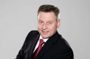 """Uwe Burk, Country Manager Central Europe bei DS SolidWorks: """"Nachhaltigkeit beeinflusst heute nicht nur das Verhalten der Konsumenten sondern auch das der Unternehmen. Den Entwicklern bei SolidWorks war es daher wichtig, den gesamten Lebenszyklus eines Produktes abzubilden. Vom Rohstoffanbau über die Fertigung bis hin zur Nutzung und Entsorgung des Produkts."""" (Bilder: SolidWorks)"""