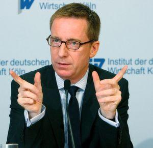 Eine positive Prognose gab Prof. Michael Hüther, Direktor des IW Köln, für die Entwicklung der deutschen Industrie. (Bild: IW)