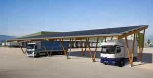 Sunside-Carport Typ L für den betrieblichen Fuhrpark. (Bild: Holzbau Gröber)
