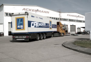 Die projektierten Trailer entsprechen der Bauweise der ersten CFK-Kühlfahrzeuge, die ein großer Lebensmitteldistributeur seit geraumer Zeit erprobt. (Bild: Ackermann)