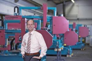 """""""Die automatisierte Zu- und Abführung des Materials sorgt für die Leistungssteigerung der gesamten Prozesskette – und der Bediener ist für andere Aufgaben freigestellt"""", meint Jörg Tetling, Vertriebsleiter bei Kaltenbach. (Bild: Kaltenbach)"""