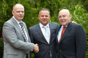 (von links nach rechts) Entrada-Geschäftsführer Robert Jung, Willem J. H. de Haan, Vice President Westcon Group Europe und Entrada-Geschäftsführer Ingolf Hahn