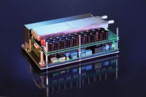 Am Fraunhofer ISE entwickeltes dreiphasiges bidirektionales Ladegerät mit einer Leistung von 22 kW (Bild: Fraunhofer ISE)