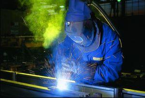Die deutschen Anlagen- und Maschinenbauer suchen dringend Fachkräfte. Auch junge Spanier sind den Unternehmen willkommen. (Bild: VDMA)