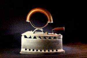 Im Gegensatz zu dem antiken Plätteisen soll das Matrix-42-Tool leicht, elegant wirken und einfacher als SCCM pur zu bedienen sein. Bild: Sabine Holzke/Pixelio