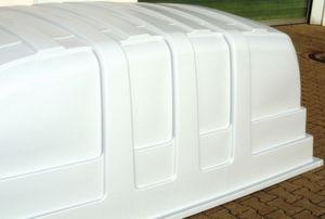 """Thermoumformung wird mittlerweile in sehr großen Dimensionen betrieben wie das Kunststoffdach eines Wohnmobils beweist. Vor allem beim Produktionstakt """"Heizen"""" kann mit der richtigen Technik viel Energie gespart werden. (Bild 1: Siemens AG)"""