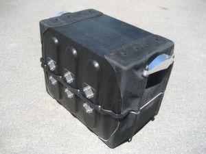 Das Batteriegehäuse aus Leichtbaumaterialien wiegt nur 35 Kilogramm – 25 Prozent weniger als herkömmliche Stahllösungen. (Bild: Fraunhofer ICT)