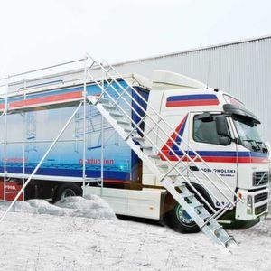 """Lkw-Dächer sind """"ruckzuck"""" von Eis und Schnee befreit: mit dem """"Eisfrei-Gerüst"""" von Krause. Bild: Krause"""