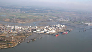 Coryton Refinery on the River Thames estuary. The Petroplus refinery is currently shut down due to fouling in the FCC wet gas compressor. (Picture: Wikimedia)