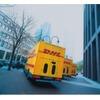 DHL-Logistiker liefern Lebensmittel