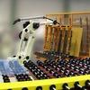 Roboter sorgen für kontinuierlichen Prozess bei der Glasherstellung
