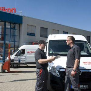 Die Lieferfahrzeuge von Oerlikon Balzers legen in Deutschland alle drei Tage eine Strecke zurück, die einmal um die Erde reichen würde. (Bild: Oerlikon Balzers)