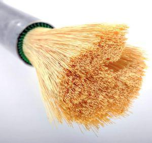 Die spagetthiähnliche Hohlfasermembran lässt nur Kohlenstoffdioxid passieren. (Bild: Evonik)
