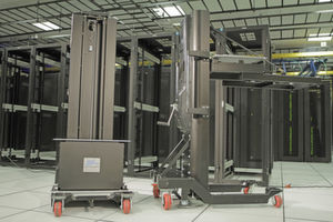 Die Serverlift-Hubsysteme von Daxten wuchten selbst schweres IT-Equipment.