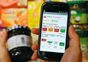 Die Anzahl positiv kritischer Kunden wächst ständig. Vor dem Kauf informieren sich Verbraucher zunehmend über Herkunft und Zusammensetzung beispielsweise von Lebensmitteln. (Bild: Checkitmobile)
