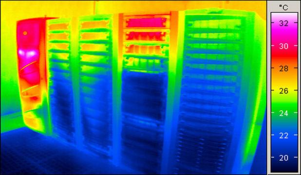Schwachstellen finden: Die Funktionsfähigkeit der Hardware und die Energie-Effizienz der IT-Infrastruktur hängen maßgeblich von der Temperatur im Server-Rack und im Rechenzentrum ab. Thermische Analysen kommen den meist unbsichtbaren Schwachstellen auf die Spur.