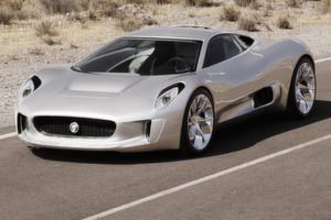 Bei der 2010 auf dem Pariser Autosalon vorgestellten Jaguar-Konzeptstudie C-X75 sorgt ein Range-Extender in Form von zwei Gasturbinen für eine Reichweite von 900 km