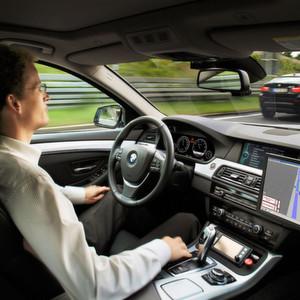 Autonome Autos sind keine Utopie mehr – wer aber haftet für Schäden?