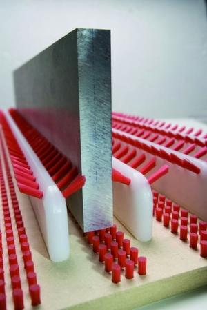 Bild 2: Flexible Fasern fixieren zuverlässig nach dem Tausendfüßler-Prinzip.