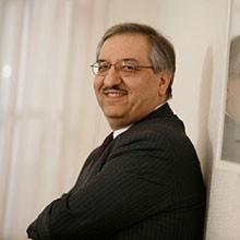 Dr. Jalal Bagherli, Dialog: Neue Wege in der Smartphone-Entwicklung durch 32-Bit-ARM-Prozessor in einem Power-Management-IC