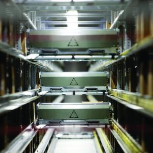 Gefragt: Intralogistikprodukte sind weltweit begehrt. Deshalb sind die Hersteller auch optimistisch für 2012. Im Bild ein Shuttle von Knapp. (Bild: Knapp)