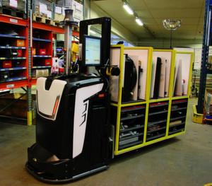 Das fahrerlose Transportfahrzeug ATX von Rocla ist Teil des Automatisierungsprozesses der Finnen für das Kommissionieren. (Bild: Rocla)
