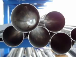 Stahl ist am Markt gefragt. Auch Staplerbauer kaufen das Produkt für ihre Masten. Ein wichtiger Zulieferer ist Mannstaedt. Das Unternehmen investiert rund 20 Mio. Euro in seine Produktion. Auch die Logistik profitiert. (Bild: s.media/pixelio.de)
