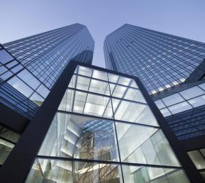 Bankentower und Lager: Die Deutsche Bank will ein Goldlager in Großbritannien errichten und hat nach Medienberichten einen Logistikdienstleister beauftragt. (Bild: Deutsche Bank)