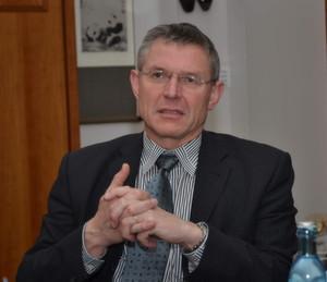 """NAMUR-Vorsitzender Dr. Wilhelm Otten, Leiter Business Line Technik, Evonik Industries: """"Wir sind in der Diskussion, ob die Denkmodelle und Strukturen, die man uns mit der Automatisierungspyramide einmal gegeben hat, langfristig noch die richtigen sind."""" (Bild: PROCESS)"""