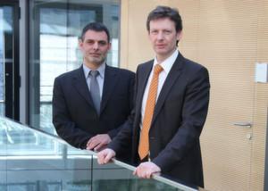 Erweitern gemeinsam ihre Kompetenzen: Bernhard Zangerl, CEO der Bachmann electronic GmbH, und Michael Haas, CEO der Certec EDV GmbH (v.r.n.l.). (Bachmann)