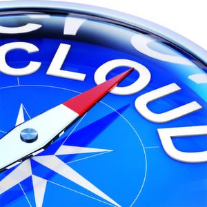 """Es muss nicht ein """"entweder-oder-Ansatz"""" sein: oft empfiehlt sich eine Kombination aus öffentlicher (Public) und unternehmenseigener Private Cloud."""