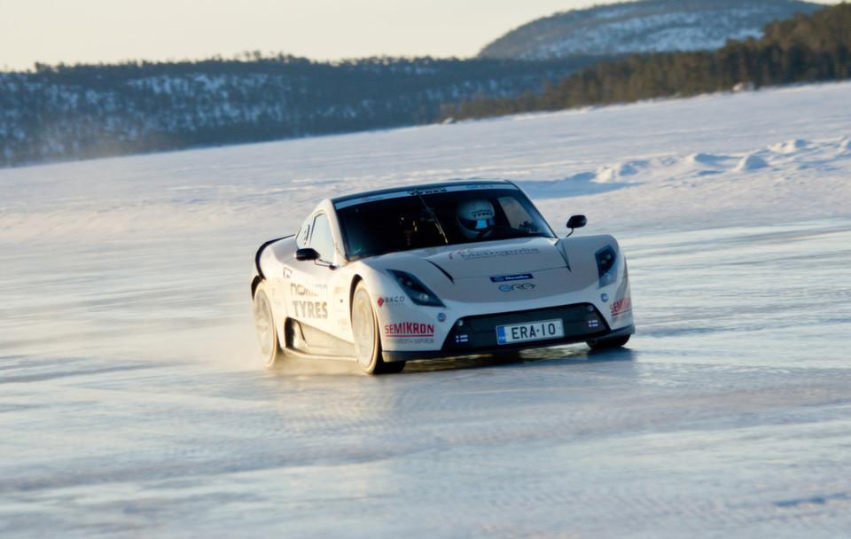 Nokian-Reifen sind die Schnellsten auf Eis auch mit einem Elektroauto und erzielten einen neuen Weltrekord mit 252,09 km/h. (Nokian Tyres)