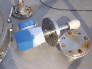 Blick auf die Installation einer Tropfenantenne.