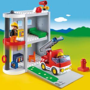Das Playmobil-Geschäft boomt. Mit dem Hochregallager 5 wurde kürzlich Platz geschaffen für weitere 12.000 Paletten. Bedient wird das HRL mit RBG von Kardex Mlog. (Bild: Geobra Brandstätter)