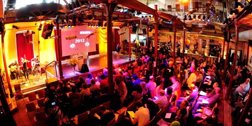 Die geschmähten Preisträger des Big Brother Award 2012 verschmähten eine Dankesrede vor Publikum. (Bild: Matthias Hornung, Creative-Commons-Lizenz BY-SA)
