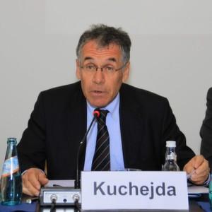 Mathis Kuchejda präsentierte die wirtschaftliche Lage der deutschen Industrie für Analysen-, Bio- sowie Labortechnik und informierte über aktuelle Trends in der Branche. (Bild: Ernhofer)