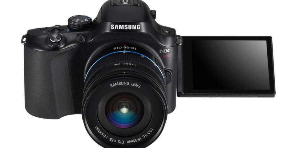 Mit ihrem dreh- und schwenkbaren AMOLED-Display ist die NX20 das neue Highend-Modell der NX-Serie von Samsung.