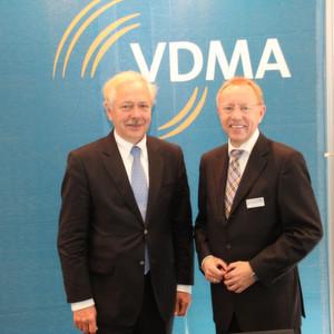 VDMA-Hauptgeschäftsführer Dr. Hannes Hesse (links) und VDMA-Chefvolkswirt Ralph Wiechers (rechts) bleiben bei ihrer Produktionsprognose und erwarten für das Jahr 2012 eine schwarze Null.
