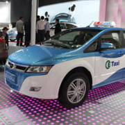 BYD zeigt auf der Auto China den E6 in einer Taxi-Version.