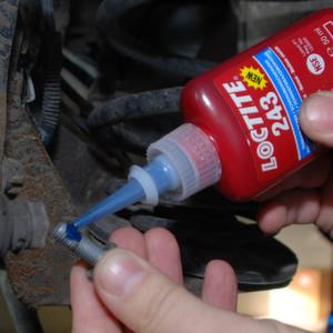 Mit der Schraubensicherung Loctite 243 ist die Schraubverbindung vibrations-, medien- sowie temperaturbeständig und lässt sich dennoch wieder demontieren.