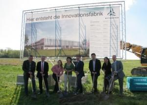 Prominenz aus Politik und Unternehmen beim Spatenstich für die Wittenstein-Innovationsfabrik.