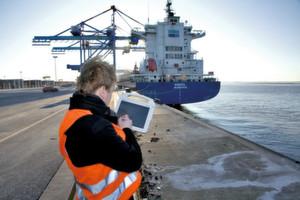 Die NSC Holding setzt in puncto Effizienzsteigerung und Kostenreduzierung seiner Schiffsflotte auf widerstandsfähige Tablet-PC von Panasonic.