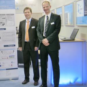 Dirk Wortmann (links) und Dr. Sven Spieckermann blicken zurück auf 20 Jahre Unternehmensentwicklung, vom Zwei-Mann-Betrieb zur international tätigen Unternehmensgruppe mit über 70 Mitarbeitern.