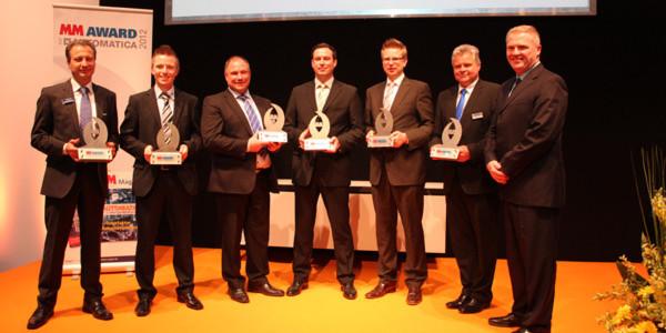 Vertreter der Gewinnerfirmen nehmen die MM Award zur Aotomatica 2012 entgegen.